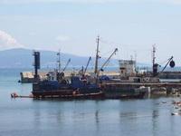 (01.03.2013 © ATola) Рыболовные баржи - Город Новороссийск