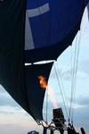 (01.03.2013 © ATola) Открытие фестиваля воздухоплавания - Наполняют воздушный шар