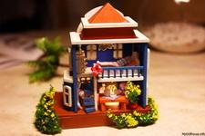 (05.11.2013 © ATola) Сборка кукольного домика - Дом на острове Санторини